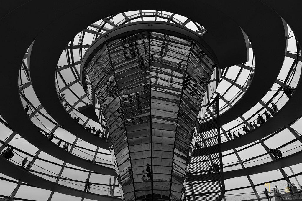 Kuppel-Kanzleramt-Berlin-schwarz-weiss.JPG